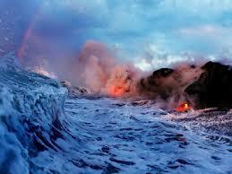 海を焼く溶岩.jpg
